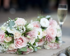 Bridesmaids bouqeuts of sweet avalanche roses, peach spray roses, grasses and eycalyptus